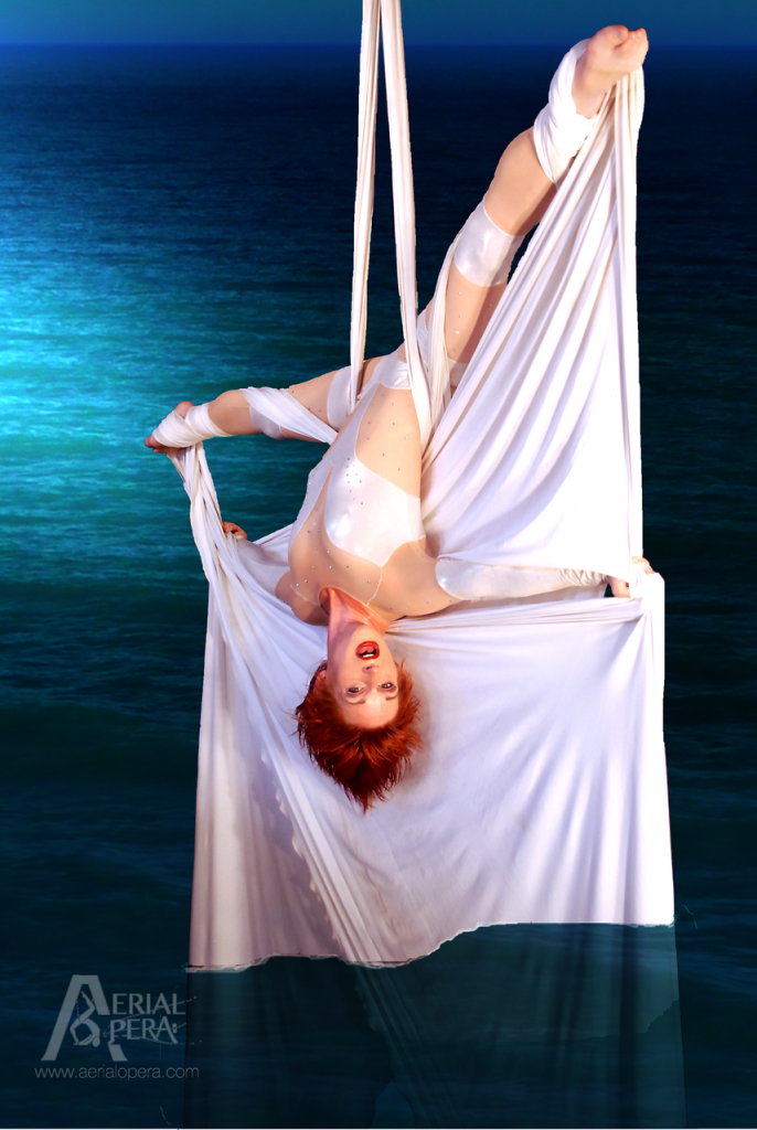 SINGING AERIAL SILK : RUSULKA<br>SPOTLIGHT ENTERTAINMENT<br><br><strong>CORPORATE &#038; GALA EVENTS